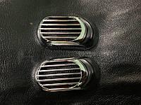 Renault Logan II 2008-2013 гг. Решетка на повторитель `Овал` (2 шт, ABS)
