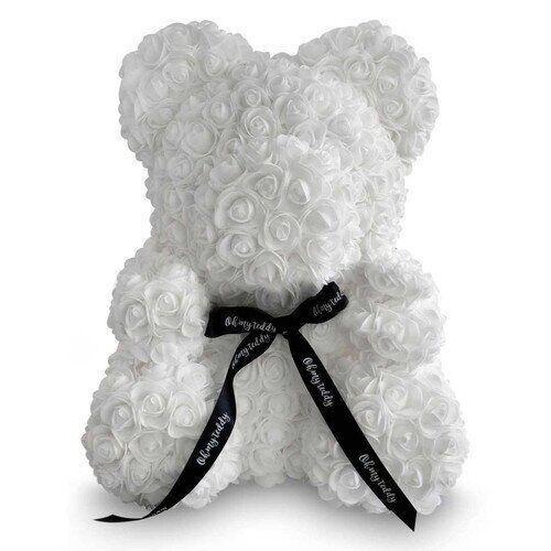 Мишка из искусственных 3D роз в подарочной упаковке 25 см белый