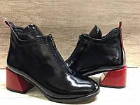 Стильные женские ботинки на удобном каблуке из натуральной лаковой кожи VIKTTORIO