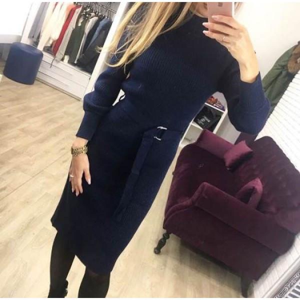 Теплое платье с ремешком