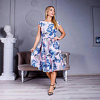 Летнее платье с ярким цветочным принтом