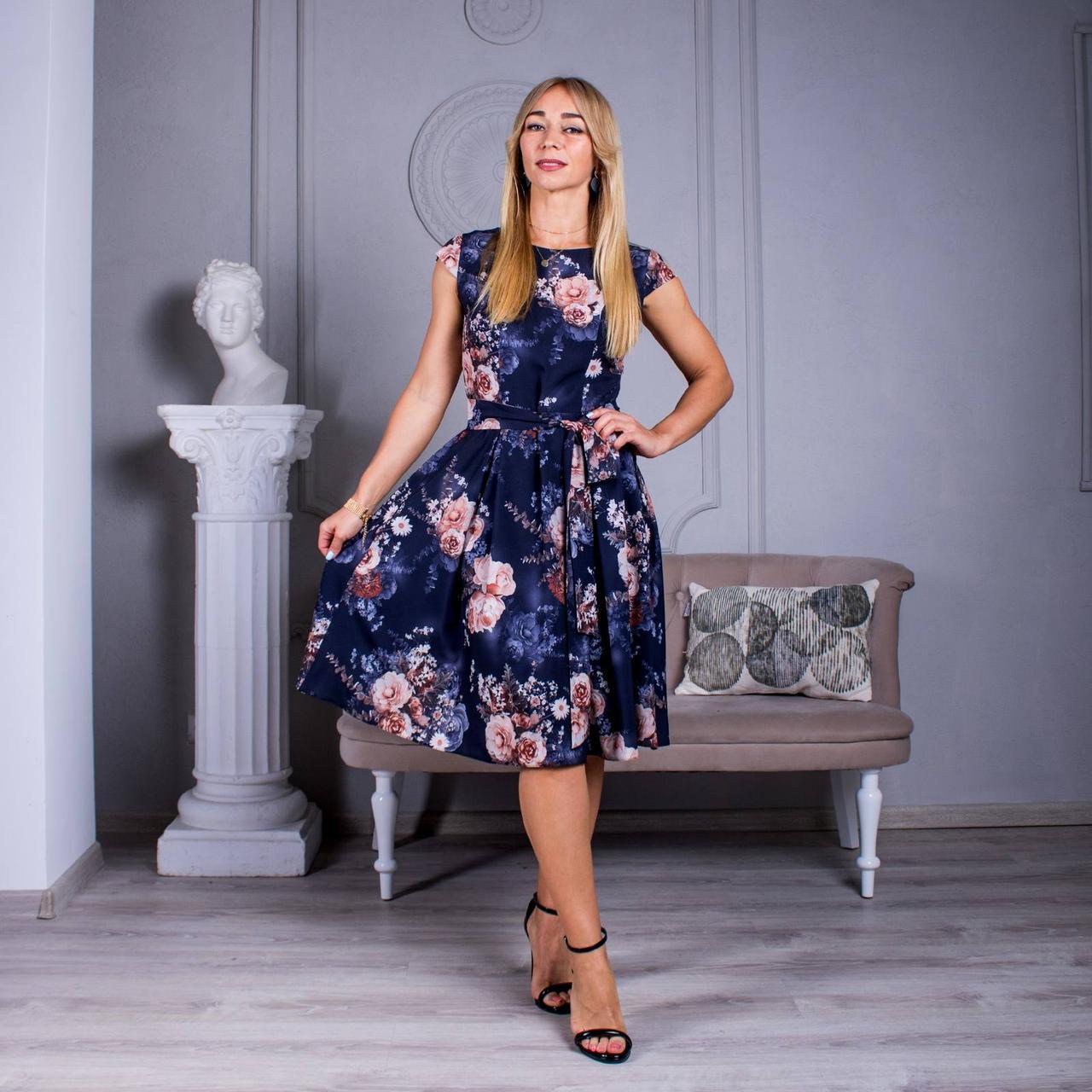 Легке літнє плаття з квітами синє
