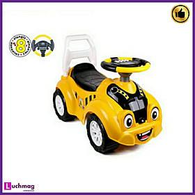 Дитяча жовта машинка - толокар (машинка-каталка) з електронним кермом, звуком