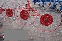 Граблі-ворушилки Wirax на круглій посиленою трубі (Польща, 5 секцій,спиця оцинкована 4 мм), фото 1