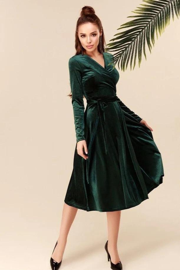 Велюровое платье на запах зелёное 46