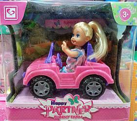 Лялька в машині