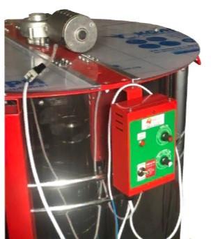 Медогонка электрическая 4-х рам., червячный электропривод. Бак, кассеты, детали ротора сварные нержавеющие.