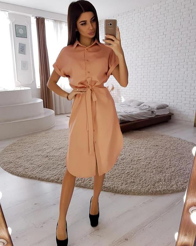 Стильне жіноче плаття з поясом на гудзиках