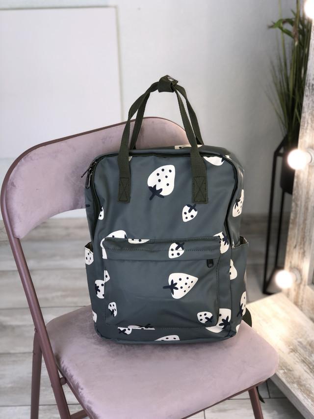 Сумка-рюкзак с принтом клубнички