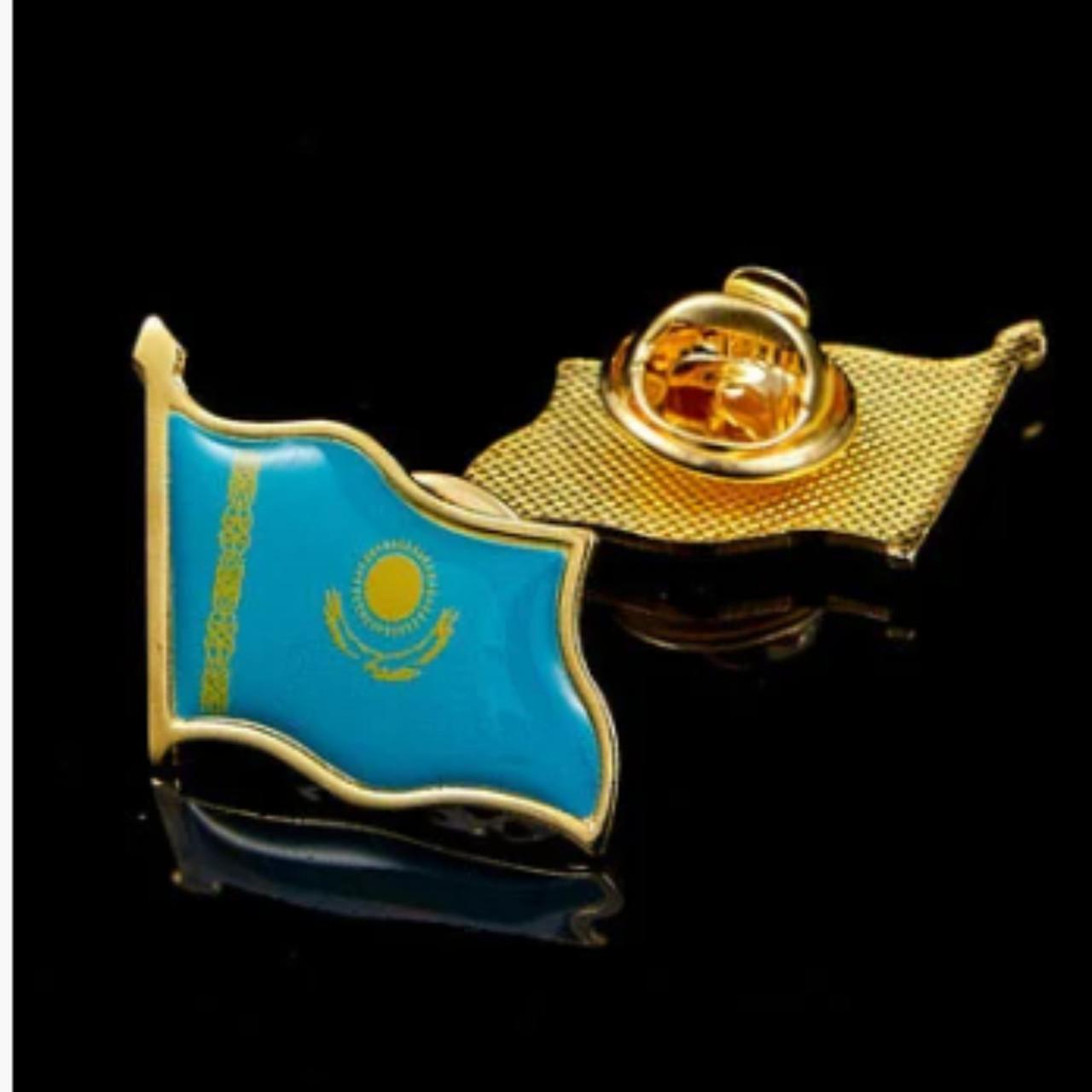 Значок в виде флага Казахстана