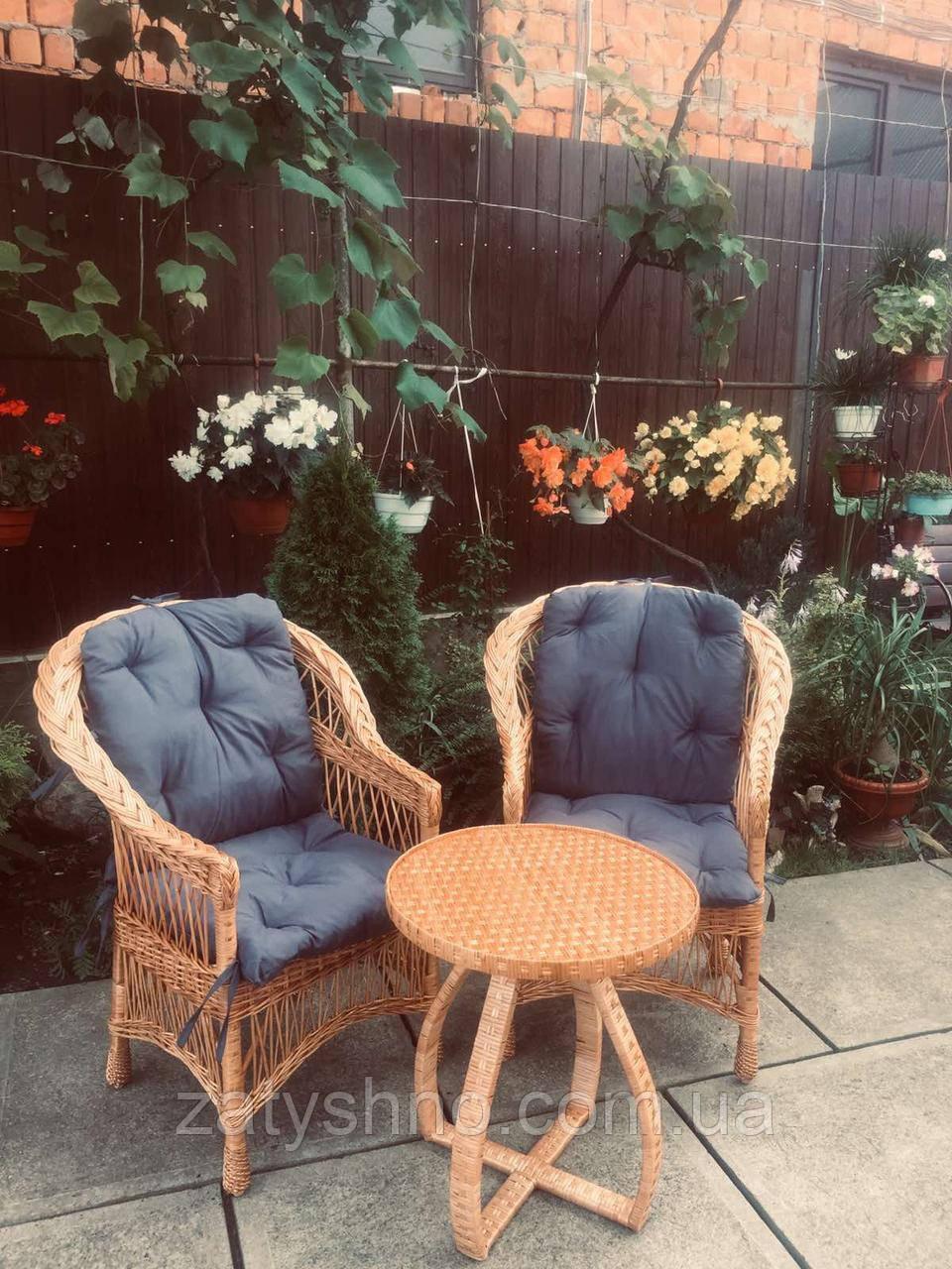 Мебель из лозы  с накидками синими