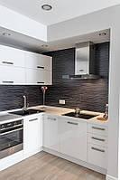Кухня с крашеными фасадами МДФ и фурнитурой Blum