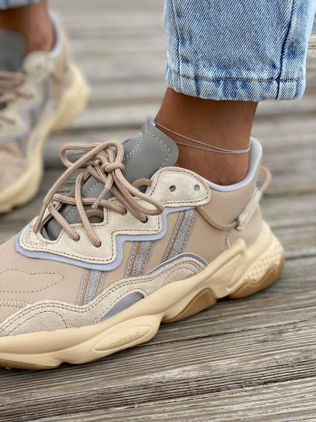 Кожаные кроссовки Adidas Ozweego фото