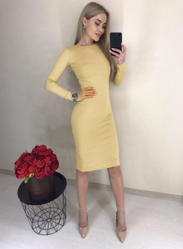 Платье бежевое до колена 38