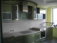 Кухня перламутровая с гнутыми фасадами