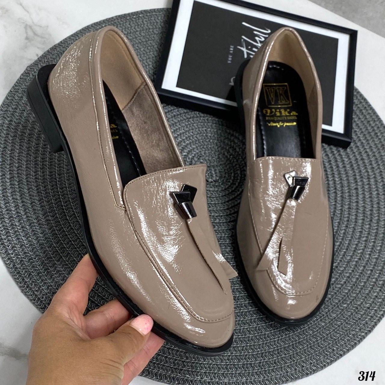 Женские туфли / лоферы бежевые эко лак