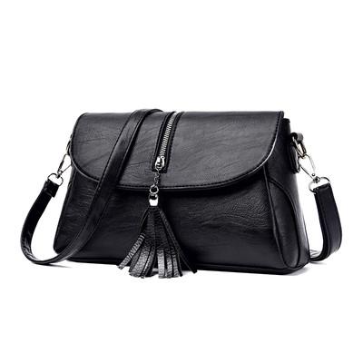 Женская черная сумка с косточкой