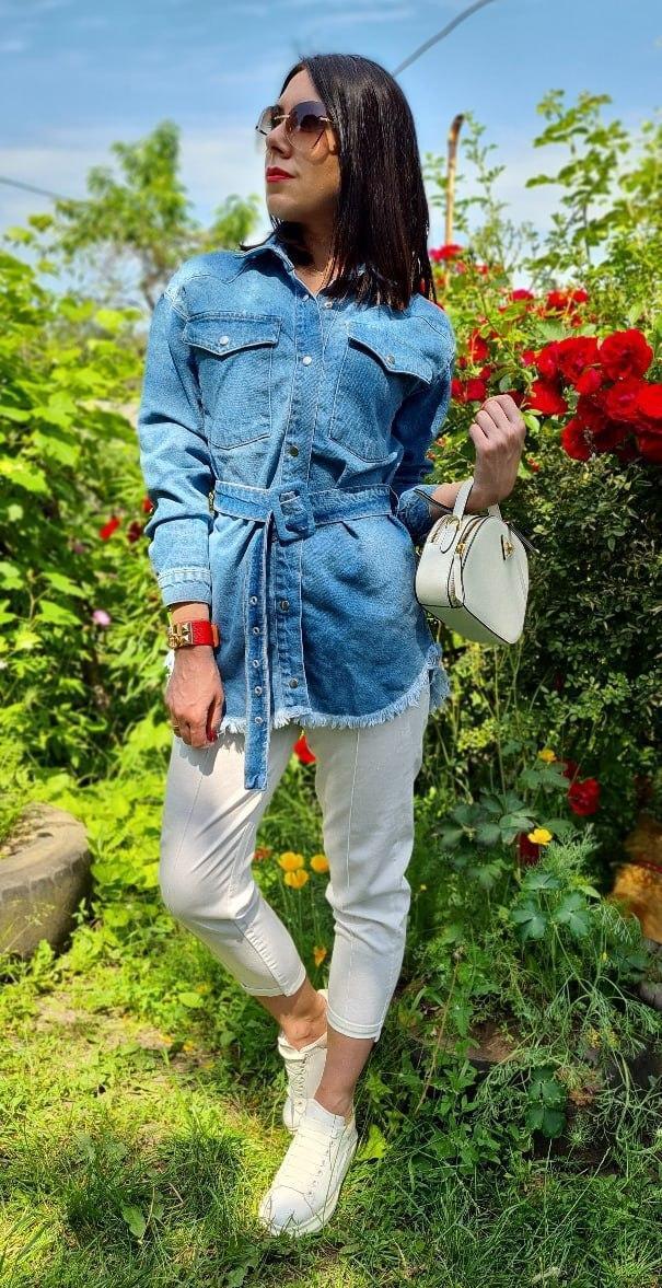 Женская удлиненная джинсовая куртка с поясом 42-46 р