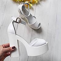 Босоножки на каблуке из натуральной кожи белые