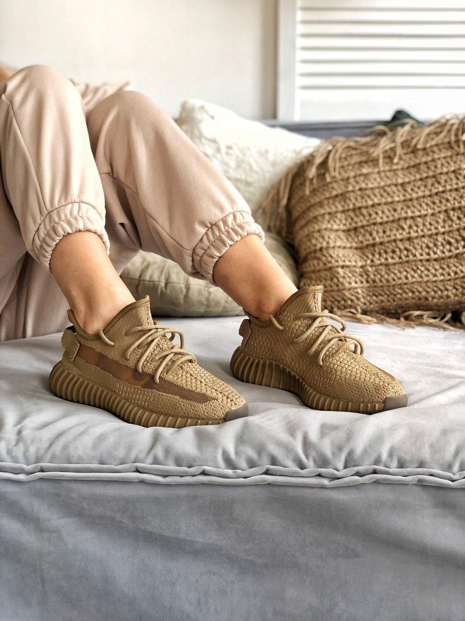 Женские кроссовки Adidas Yeezy Boost 350 в стиле Адидас Изи Буст КОРИЧНЕВЫЕ (Реплика ААА+)