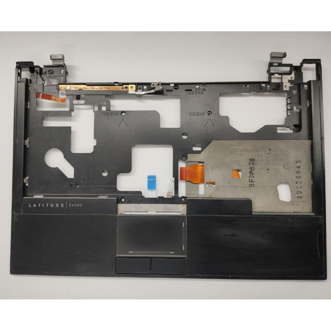 """Середня частина корпуса для ноутбука Dell Latitude E4300, 13.3"""", cn-0n471d, ap03s000800, б/в. Пошкоджений шлейф (фото), та кріплення."""