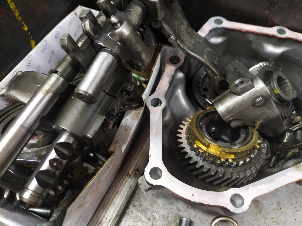 Logan Renault  Замена сцепления ремонт коробки передач