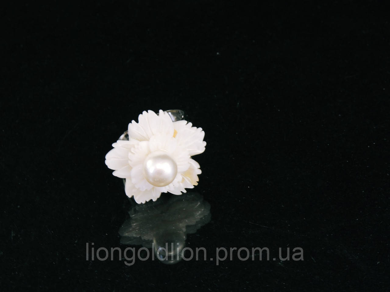 "Кольцо ""цветок"" (2,4см) из перламутра"