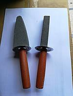 """Брусок для заточки ( оселок) """"мантачка"""" с деревянной рукоятткой"""