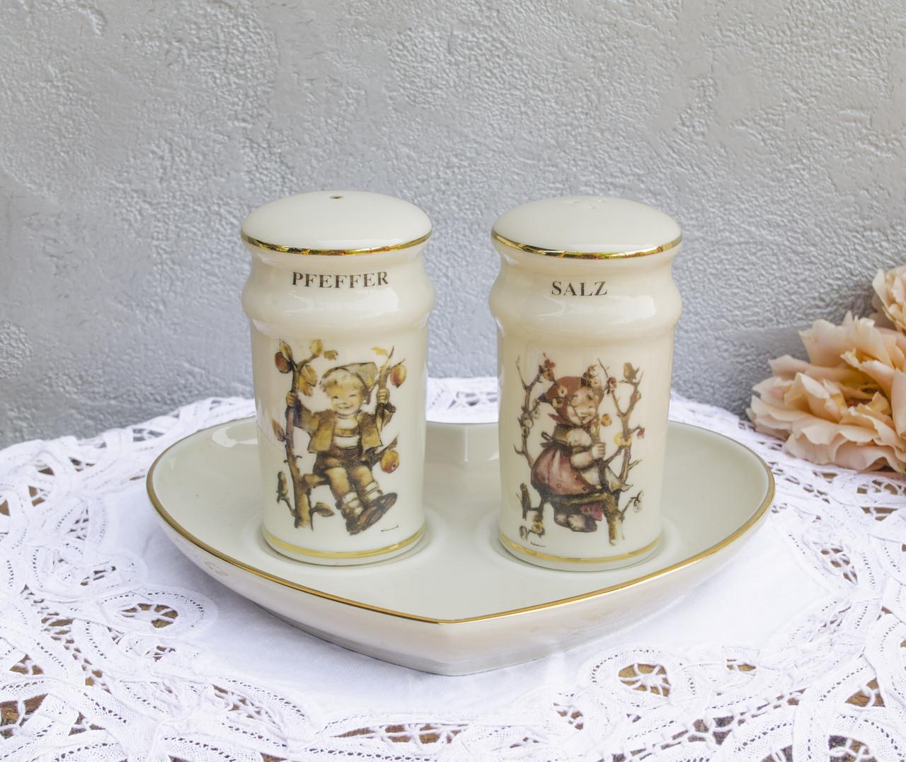 Фарфоровые солонка с перечницей на подставном блюдце, MJ Hummel, Goebel, Швейцария