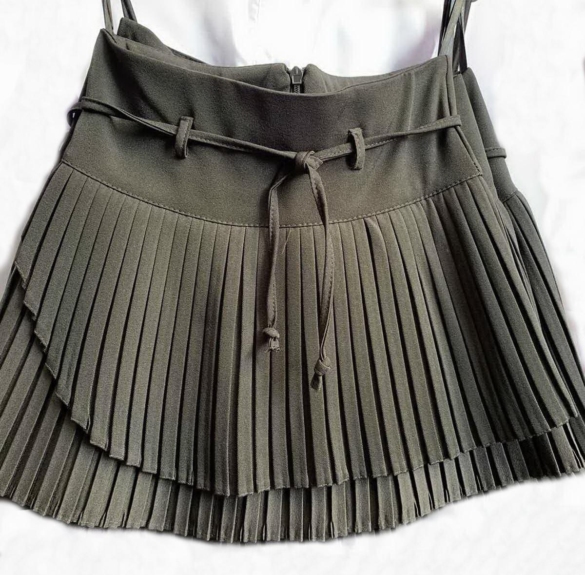 Плиссированная расклешенная школьная юбка с пояском