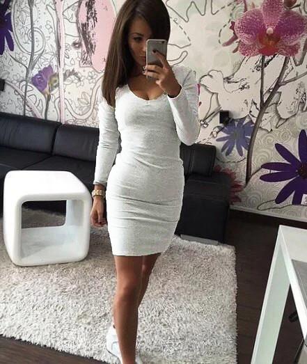 Трикотажное приталенное платье белое 38