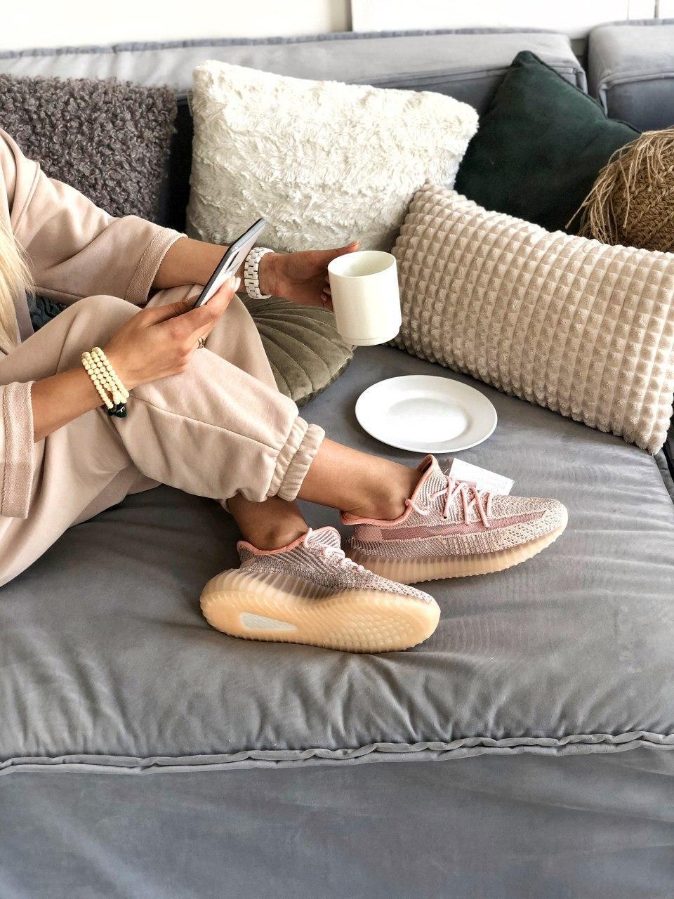 Женские кроссовки Adidas Yeezy Boost 350 в стиле адидас изи буст РОЗОВЫЕ РЕФЛЕКТИВ (Реплика ААА+)