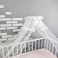 Балдахин на детскую кроватку в белом цвете с мелкими белыми помпонами