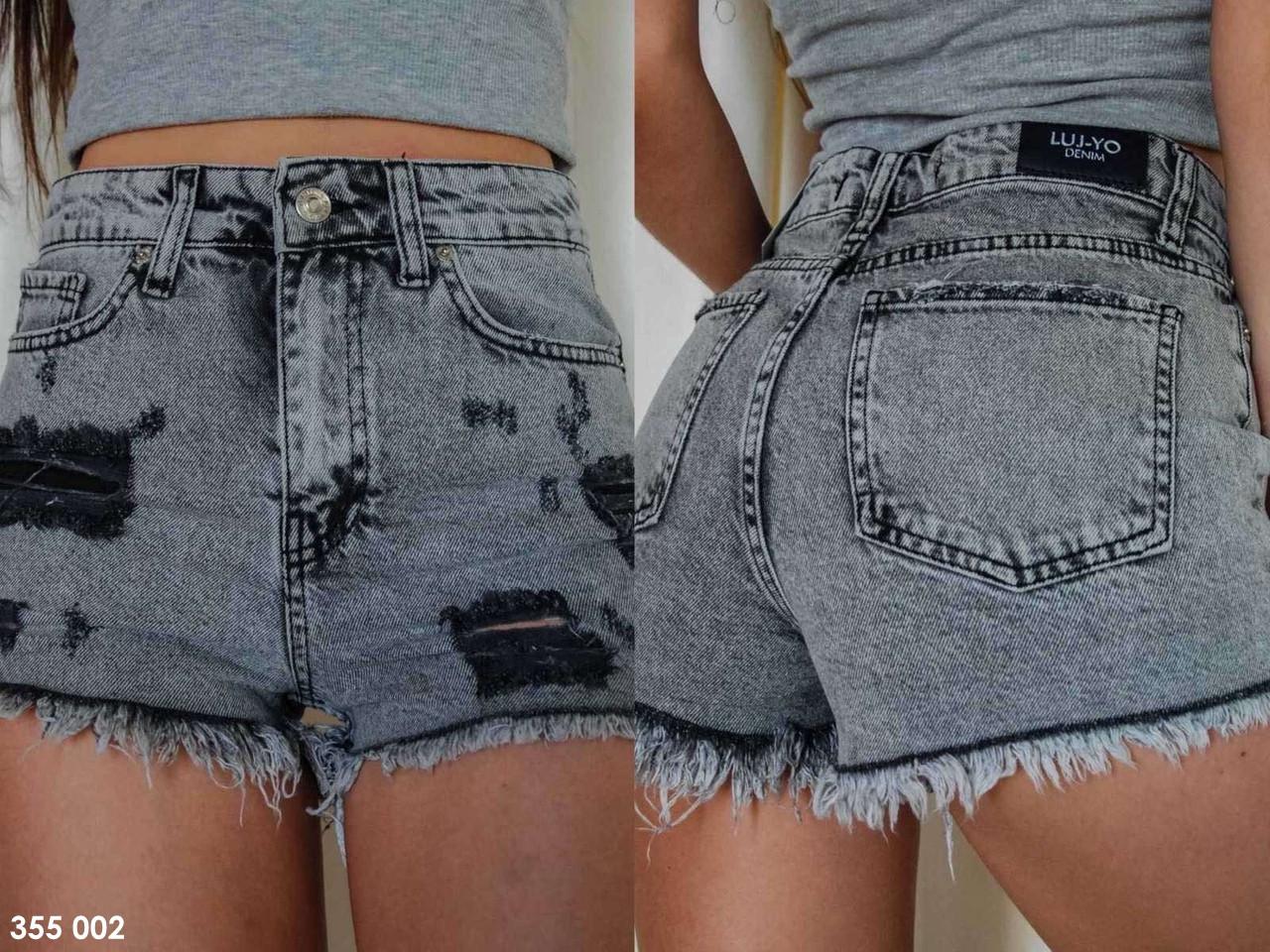 Женские джинсовые шорты с потертостями серые