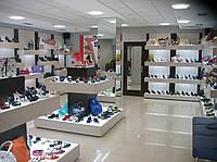 Торговое оборудование для обувных магазинов . Стеллажи . витрины .