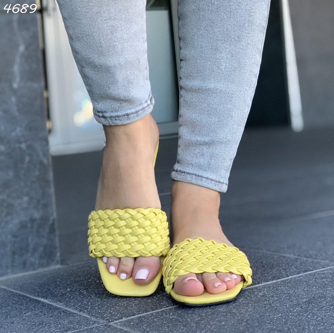 Желтые шлепанцы с плетением