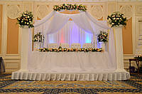 Свадебный шатер над столом президиум