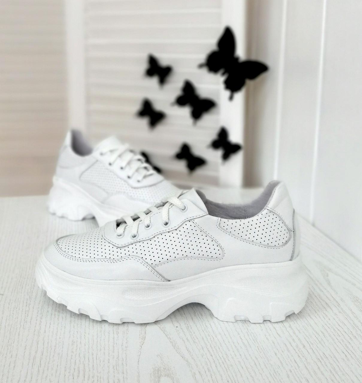 Белые весенние кроссовки от производителя