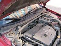 Чи є сенс використовувати на автомобілі розтяжки під капотом?