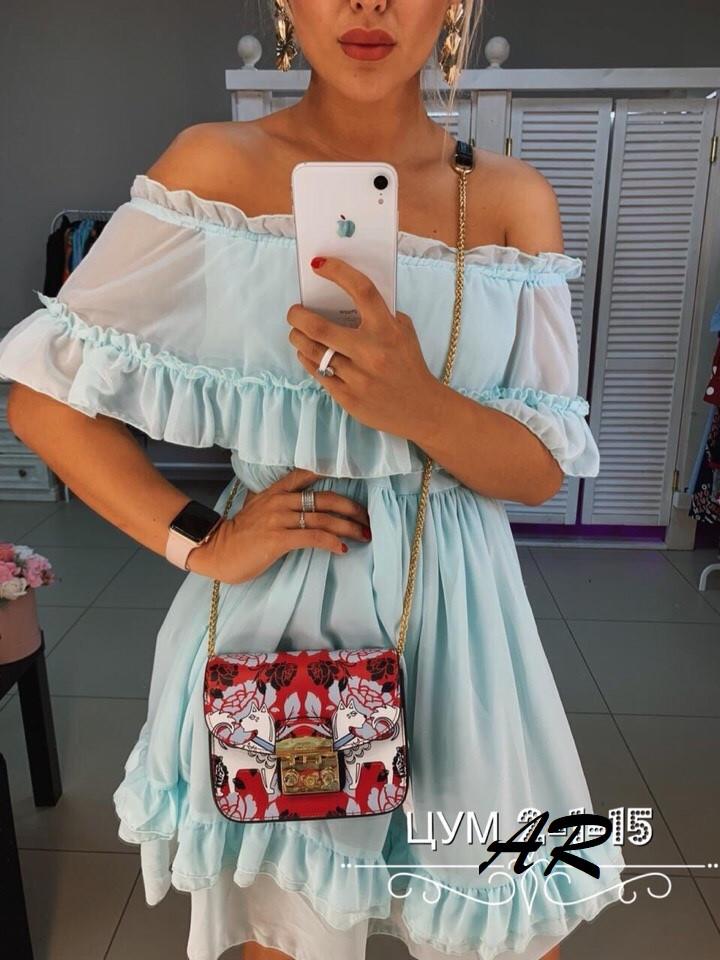 Шифоновое летнее платье с воланом на груди и оборками 79031482