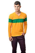 Оригинальная мужская хлопкавая футболка с длинным рукавом с контрастной зеленой линией по груди и рукавах желт