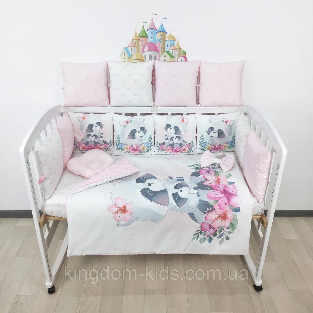 Комплект бортиков и постельного в кроватку с Енотиками и цветочками в нежно-розовых тонах