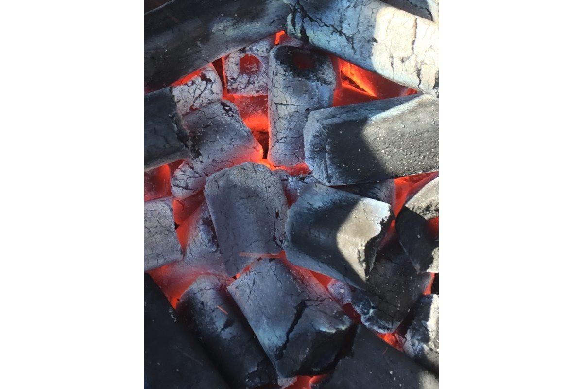 Уголь и камень для гриля
