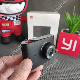 """Видеорегистратор Xiaomi Yi Dash Cam Nightscape International Широкоугольный объектив 140градусов 2.4"""" ЖК-экран"""