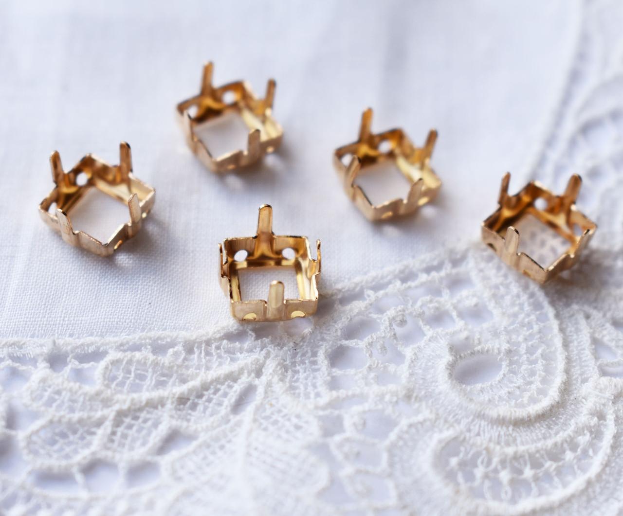 Оправа пришивная 8 мм квадратна, золото