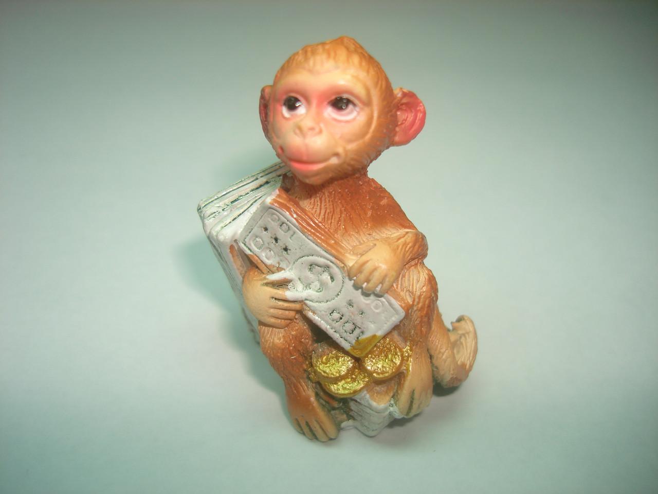 Обезьяна на долларах с долларом
