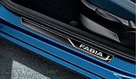 Декоротивная полоса на пороги черная Skoda Fabia III
