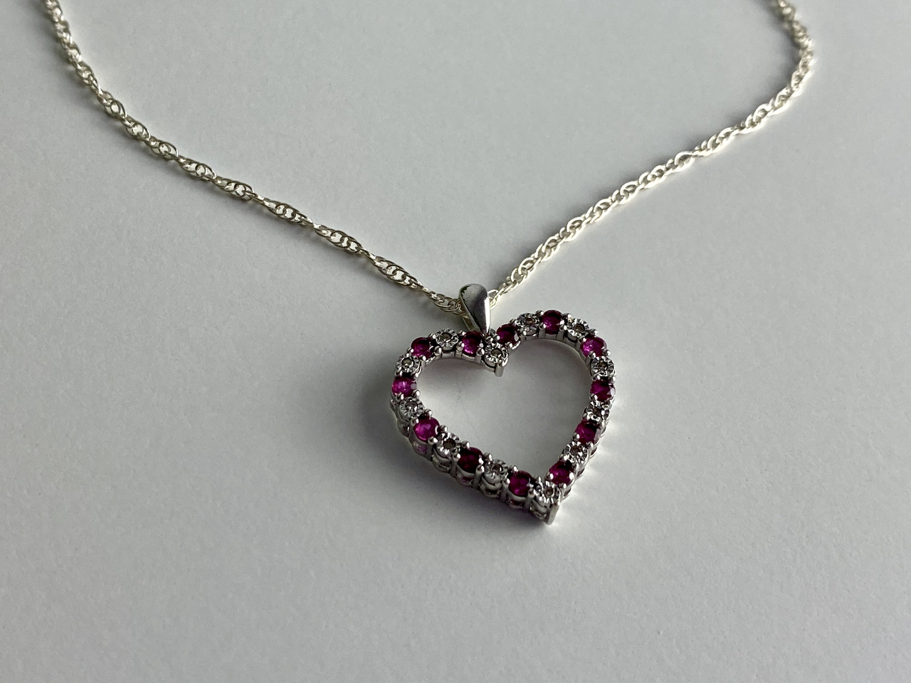 Цепочка с кулоном из серебра со шпинелью  Сердце