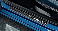Декоротивная полоса на пороги под карбон Skoda Fabia III