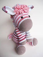 Мягкая вязаная игрушка Розовая зебра